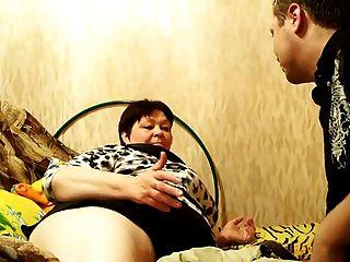 러시아 성숙한 엄마와 그녀의 소년!아마추어!