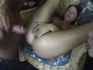 그녀의 엉덩이에 거대한 수탉을 복용 amature 소녀