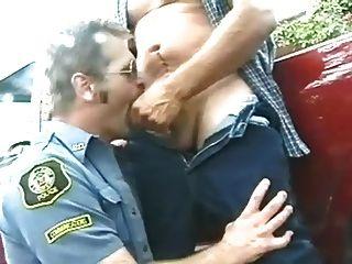 제복을 입은 카우보이와 경찰의 남자들