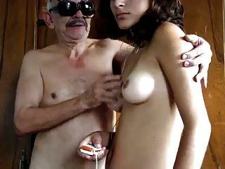 abuelo tiene sexo con la empleada