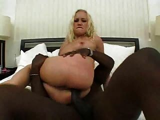 금발의 maxine 그녀의 섹시한 엉덩이에 bbc 걸립니다 # 000nt