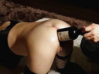 그녀는 좋은 와인을 좋아합니다..그녀의 큰 새끼 안에