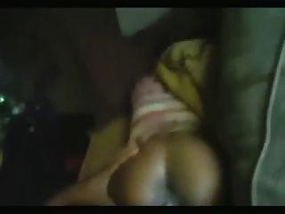 큰 검은 거시기가 자메이카 여자를 찢어