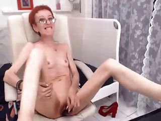 슈퍼 스키니 길후는 그녀의 딜도 라구 딜도를 섹스하는 것을 좋아합니다.