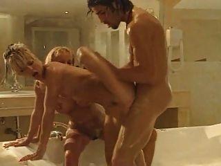 두 개의 뜨거운 b 목욕탕 섹스