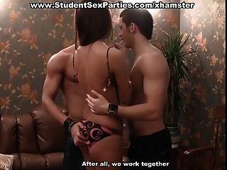 학생 섹스 파티에서 삼인조의 난교