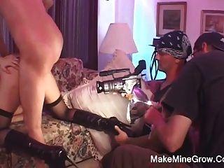 뜨거운 베이비 스트레칭 그녀의 엉덩이에 좆되어 facial2있어