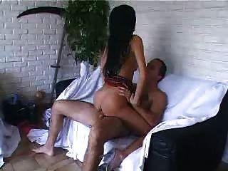섹시한 프랑스 여자가 몇 가지 하드 코어 섹스를하고있다.