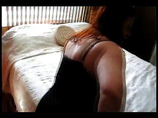 제니퍼는 그녀의 사랑스러운 빨간 머리 엉덩이에 좆된다.