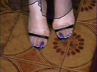 내 벌거 벗은 스타킹 긴 파란색 발가락 !!!!!