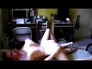 진짜 수제 섹스 테이프에 매력적인 짧은 머리