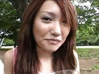 음식에 정액을 먹는 일본 소녀