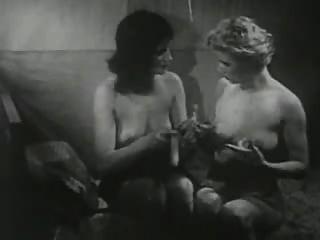 빈티지 여자와 딜도래 재생합니다.