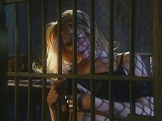 우주선 감옥에있는 여자들