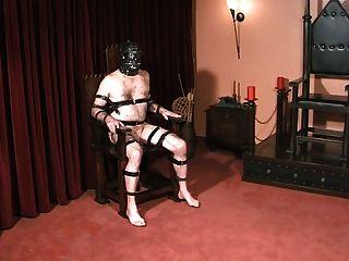 노예 공과 거시기는 고딕 여주인에 의해 처벌