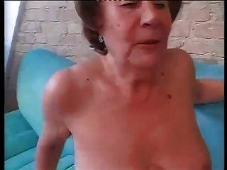 두 구멍에 좆 된 할머니 마마.