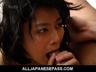 미쿠는 흥분한 성숙한 일본인 베이비 야.