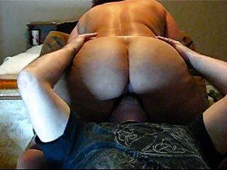 베이비 시터에 큰 엉덩이, 포르노를 보았다.
