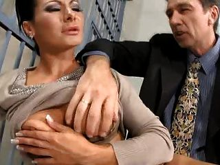 산드라 로맨 인 감옥 항문 섹스