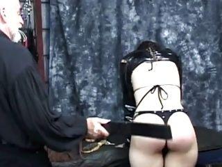 짧은 머리 소녀 엉덩이 부분 1 가져옵니다.