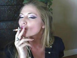 최고의 담배 피우는 소녀 !!!!!!!!!!!!!!