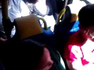 버스에서 만지다.