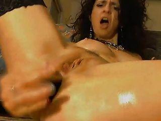 그녀의 엉덩이 치열 한 항문 장난감 빌어 먹을 배고픈 파운드