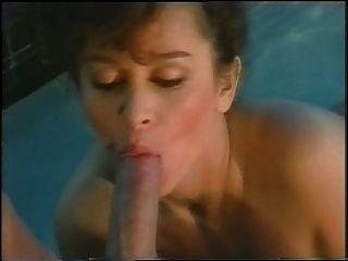 수영장에서의 키샤