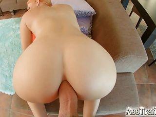 엉덩이의 트래픽 인상적인 엉덩이 엉덩이 엉덩이 도착