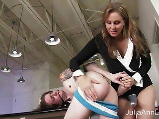 stepmom 줄리아 앤 엉덩이에 계집애 씨발!