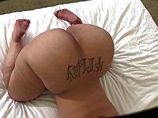 하얀 메가 엉덩이와 면도 한 음부
