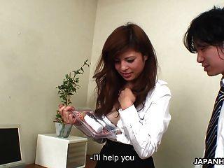 그녀의 남자에 의해 toyed 점점 아시아 사무실 소녀
