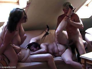 엄마와 소년과 성숙한 섹스 파티