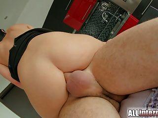 그녀의 엉덩이에서 모든 내부 사춘기 항문 creampie