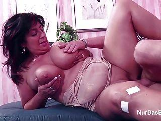 독일 엄마와 적은 돈을 위해 포르노 캐스팅에 아빠