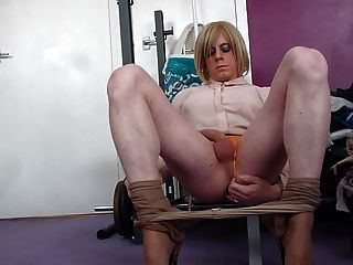 tranny holly cums 손을 무료로