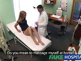 가짜 병원 무고한 금발이 의사 마사지를받습니다.