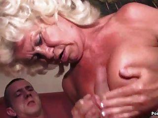 하드 스내기 할머니는 비명을 질렀다.
