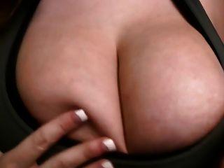 큰 가슴, 젖꼭지, 몸매가 가장 좋습니다.