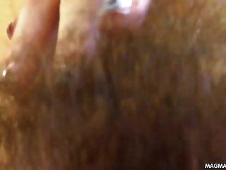 오르가슴을 앓고있는 마그마 영화 털이 많은 청소년