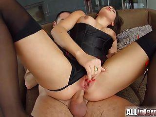 allinternal busty hottie는 그녀의 엉덩이에 수탉이 가득 찼습니다.