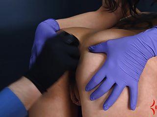 항문 처녀 고통스러운 항문 엉덩이와 입으로 스트레칭을 가져옵니다