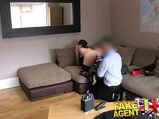 섹시한 암스테르담 스트리퍼를위한 fakeagentuk office couch 섹스