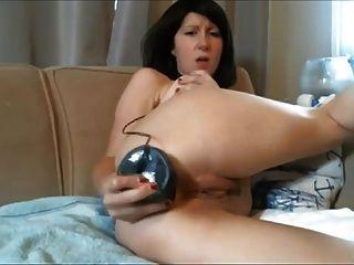 diana webcam milf는 엉덩이에 거대한 검정색 딜도 라구 딜도를 겁니다