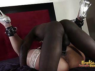 알라 젠슨 큰 검은 색 자지를 사랑한다.
