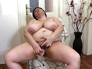 섹시한 성숙한 엄마는 좋은 씨발이 필요해.