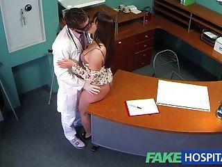 가짜 병원 의사, 육식 주사가 매력적인 환자들