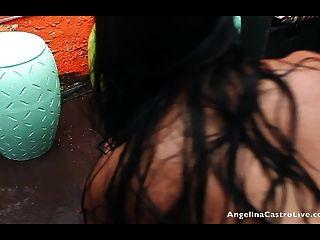 angelina castro와 raquel miss pussy는 비를 맞습니다!
