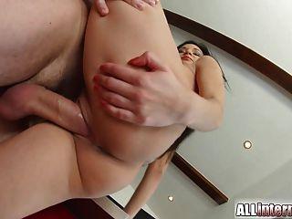 그녀의 음부에서 allinternal 섹시 베이비 drips 정액