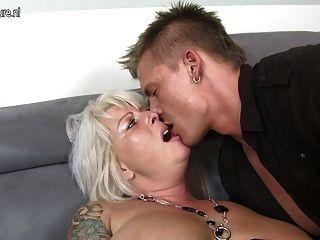 사랑스런 아내와 엄마, 어린 소년